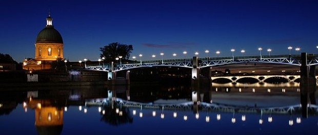 """Toulouse garonne nuit"" by Gremi357 - Own work. Licensed under Creative Commons Attribution 3.0 via Wikimedia Commons -"